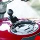 Motocyklowa podstawa montowana do zbiornika paliwa w motocyklu. Rozmiar mały